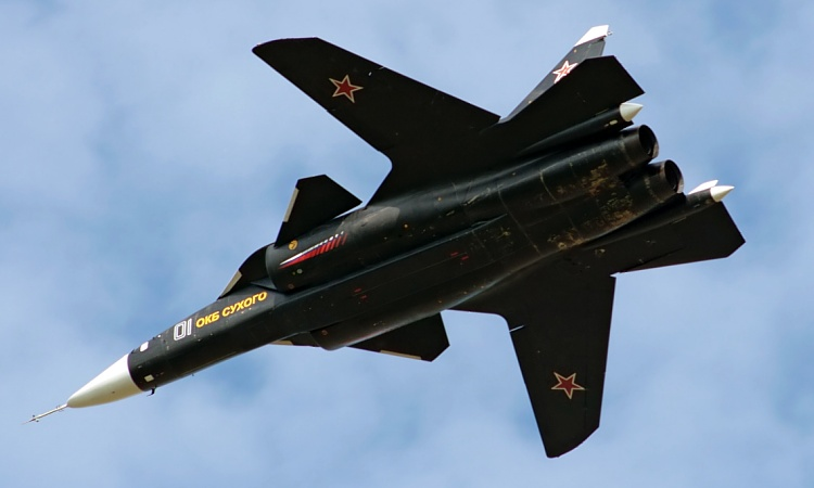 Sukhoi Suchoj Su-47 S-37 FSW fighter new weapons bay