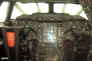 Concorde cockpit pilot copilot supersonic passanger aeroplane photo