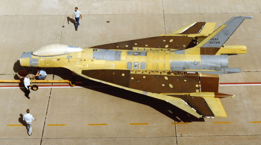 General Dynamics F-16XL manufacturing modifications delta wing