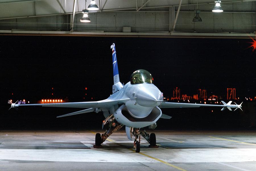 Chasseurs chinois - Page 2 Lockheed_F-16DSI_2_big