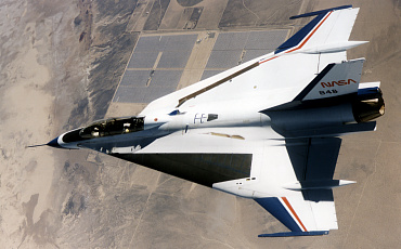 General Dynamics Lockheed Martin F-16XL two seat NASA Dryden fighting falcon fighter aircraft laminar flow boundary layer research Rockwell cranked delta wing