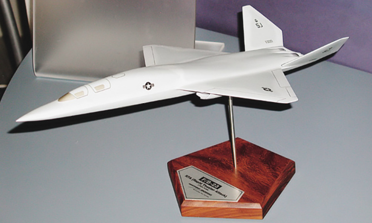 Northrop Grumman FB-23 interim bomber USAF next generation stealthy stealth YF-23 derived aircraft taktický bombardér